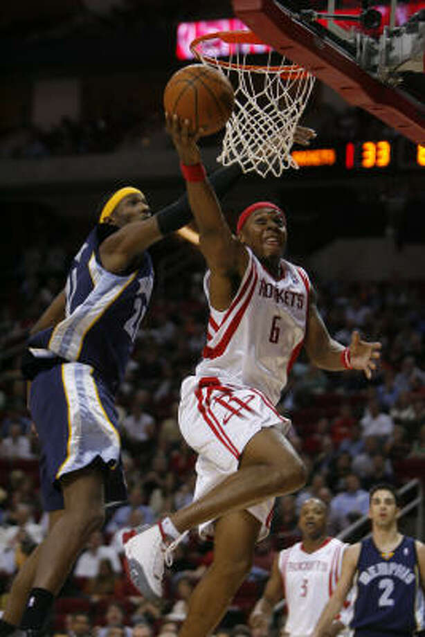 Bonzi Wells, right, came through with a 24-point effort Wednesday, taking pressure off top scorers Yao Ming and Tracy McGrady. Photo: Steve Campbell, Houston Chronicle