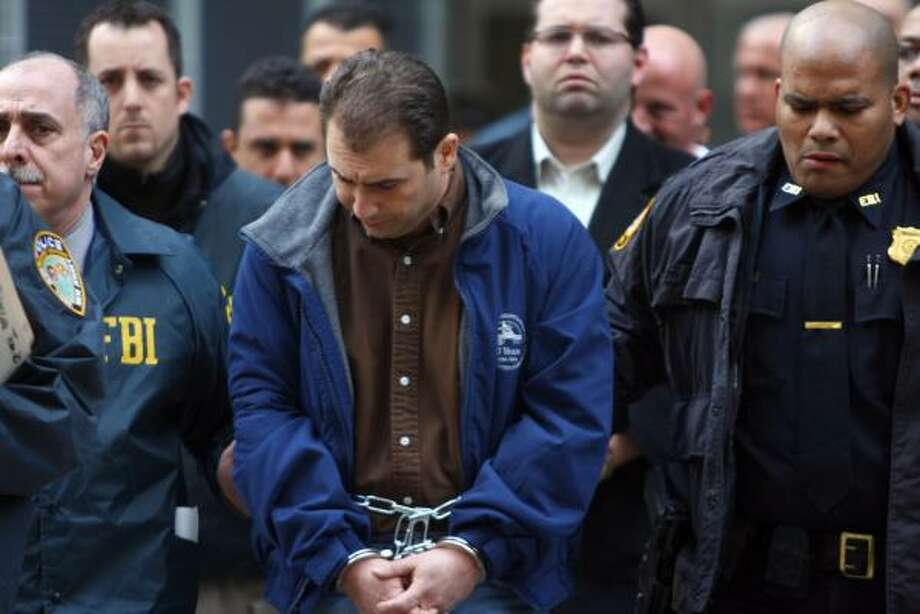 An unidentified member of the Gambino family is escorted by FBI agents in Manhattan on Thursday. Photo: JIN LEE, ASSOCIATED PRESS