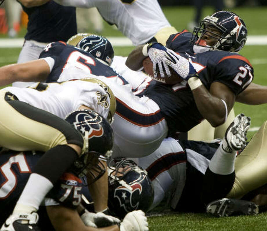Texans running back Chris Taylor dives over the goal line for a 1-yard touchdown in the second quarter Saturday. Photo: Brett Coomer, Chronicle