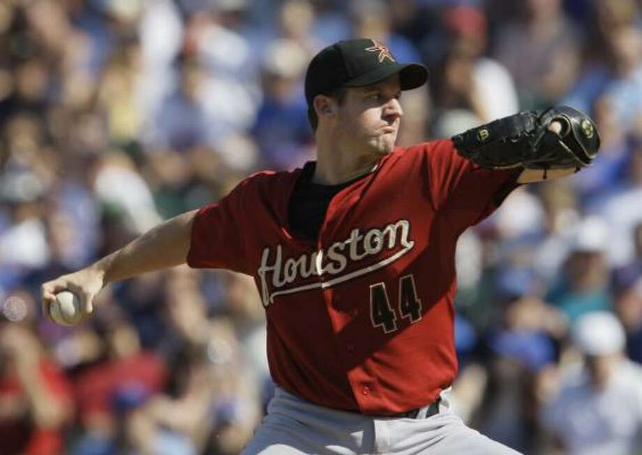 Houston's Roy Oswalt pitches against the Cubs during the first inning. Photo: M. Spencer Green, AP