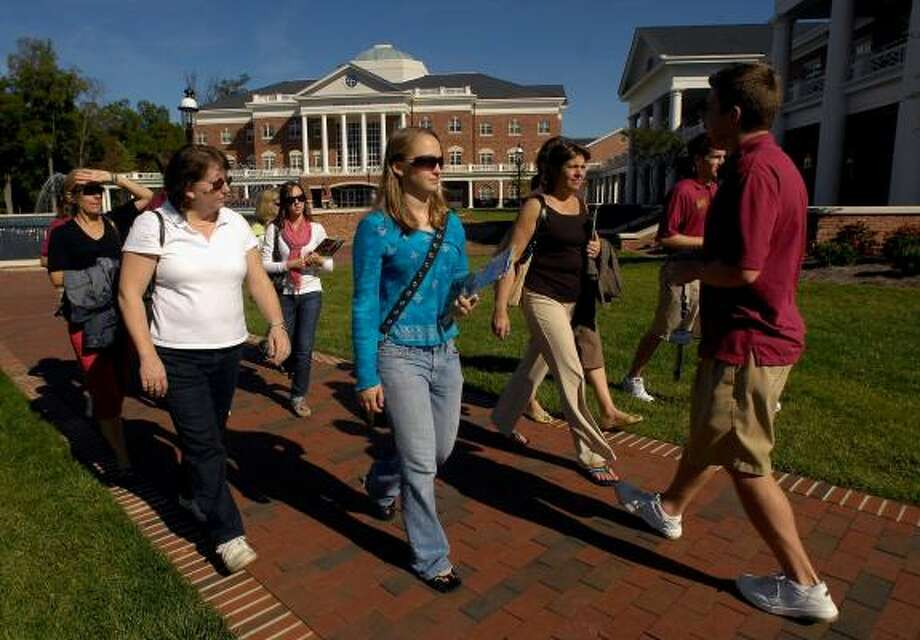 Erin O'Connell, center, and her mother, Rosemary, tour North Carolina's Elon University. The school costs $31,000 a year. Photo: SARA D. DAVIS, ASSOCIATED PRESS