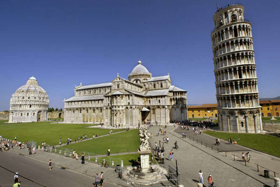 Italy's Leaning Tower of Pisa and the Cathedral. Photo: Franco Origlia, Getty Images