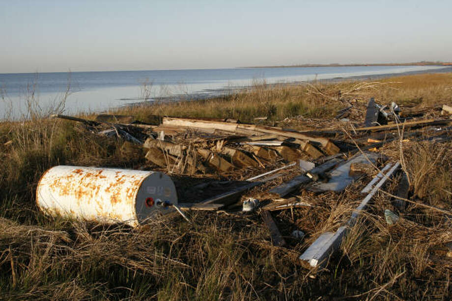 While much debris from Hurricane Ike washed ashore, an untold amount sank or remains partially submerged in Galveston Bay, creating dangerous situations for boaters, who can strike the hard-to-see obstructions. Photo: Shannon Tompkins, Houston Chronicle