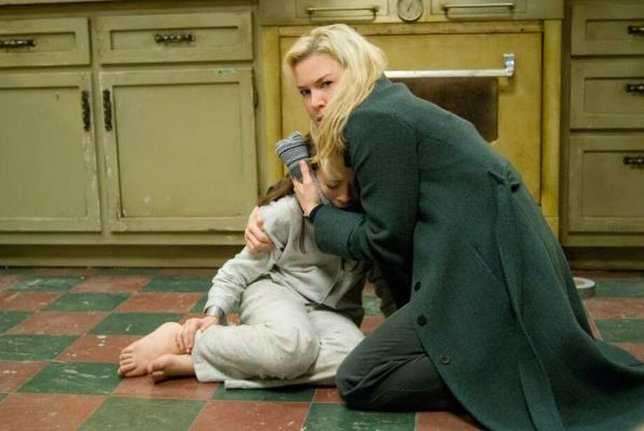 A social worker (Renee Zellweger, right) comes to the aid of a girl in danger (Jodelle Ferland). Photo: PARAMOUNT VANTAGE