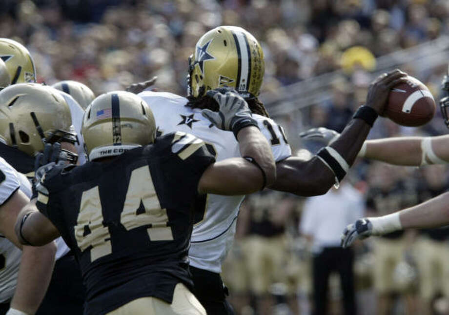 "Army defensive end Josh McNary (44) says the Black Knights ""refuse to be denied a bowl game this year."" Photo: Chet Gordon, Times Herald-Record/CHET GORDON"