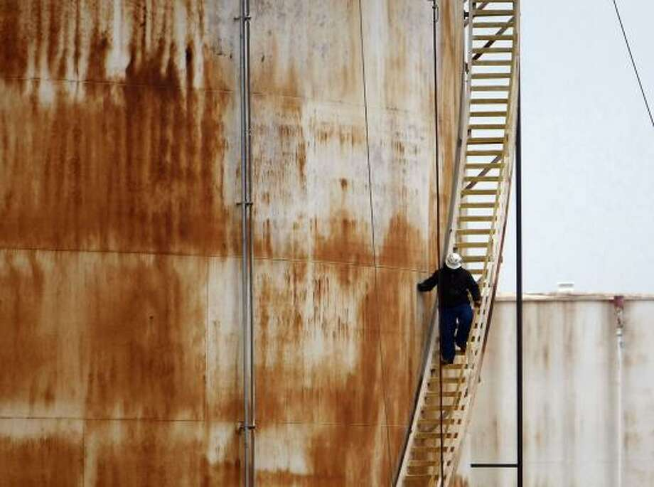 Crews work to repair one of Enbridge's storage tanks in Cushing, Okla. Crude oil inventories in Cushing hit record levels this year, and Enbridge is one of the biggest players in town. Photo: Mike Simons, For The Chronicle