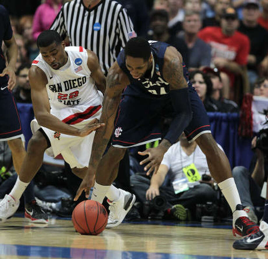 Connecticut's Alex Oriakhi tries to grab a loose ball in front of San Diego State's Chase Tapley. Photo: Karen Warren, Chronicle