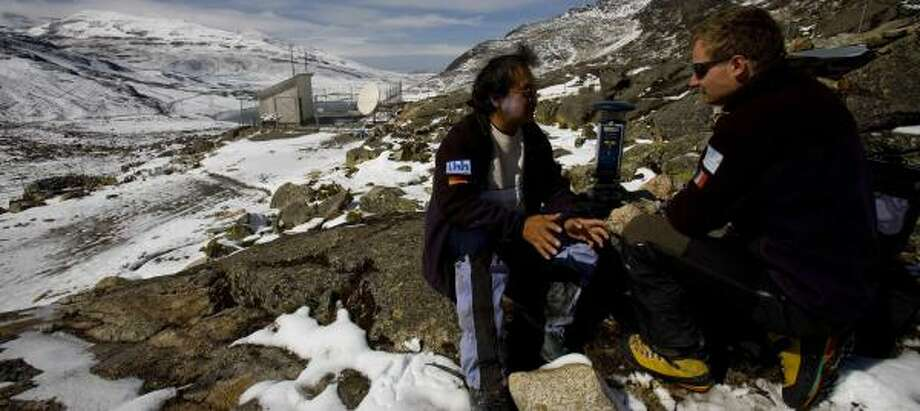 French glaciologist Edouard Perroy, right, and Rolando Fuertes of French IRD, an environmental research group, set a GPS device at a glacier on the outskirts of El Alto, Bolivia. Photo: DADO GALDIERI PHOTOS, ASSOCIATED PRESS