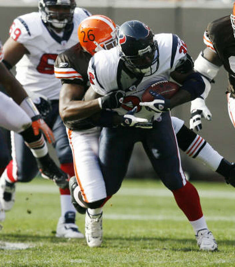 Texans running back Ron Dayne (36) has a 4.98 yards-per-carry average over the last three games. Photo: Billy Smith II, Chronicle