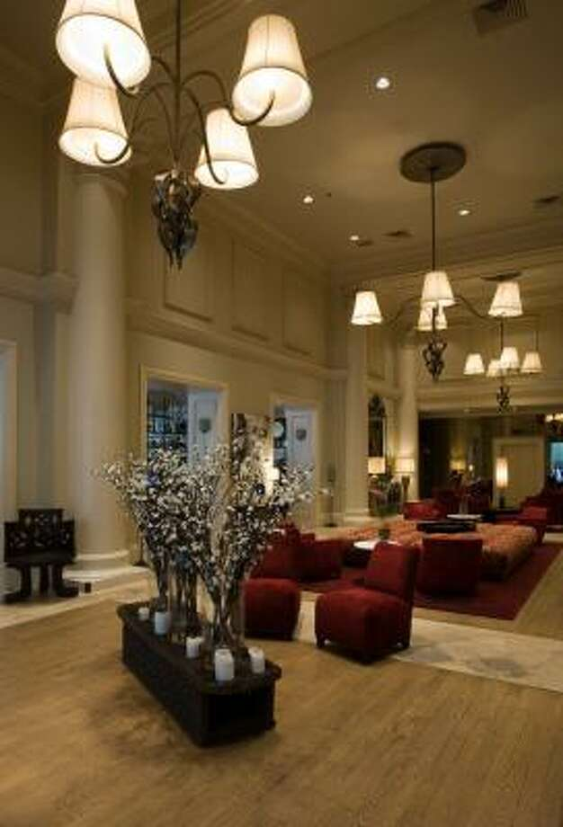 The lobby at the International House, a boutique hotel in New Orleans, shows a quiet elegance. Photo: INTERNATIONAL HOUSE