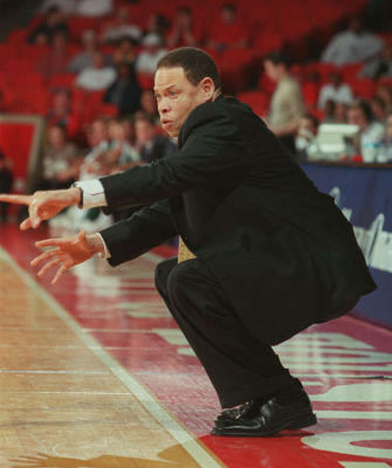 Ray McCallum was at Houston from 2000-04, and he had a 44-73 record. Photo: D. FAHLESON, Houston Chronicle