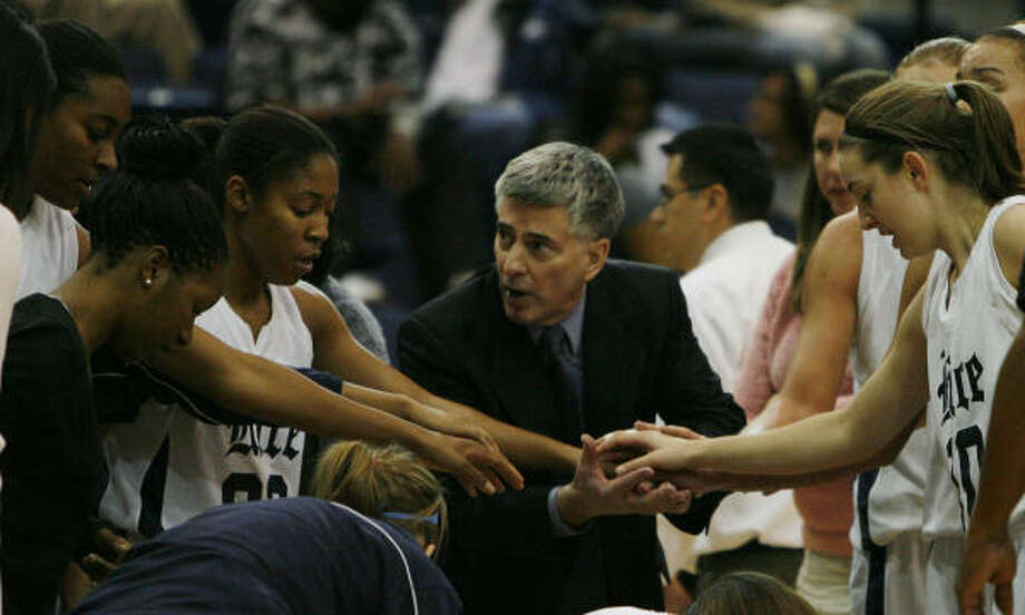 Rice women's basketball coach Greg Williams, center, plans to build this season around players he recruited. Photo: James Nielsen, Chronicle
