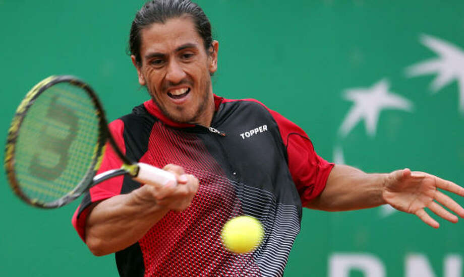 Argentina's Guillermo Canas returns the ball to Italy's Gianluca Naso during their men's first round match. He will face Roger Federer in the second round. Photo: RICCARDO DE LUCA, AP