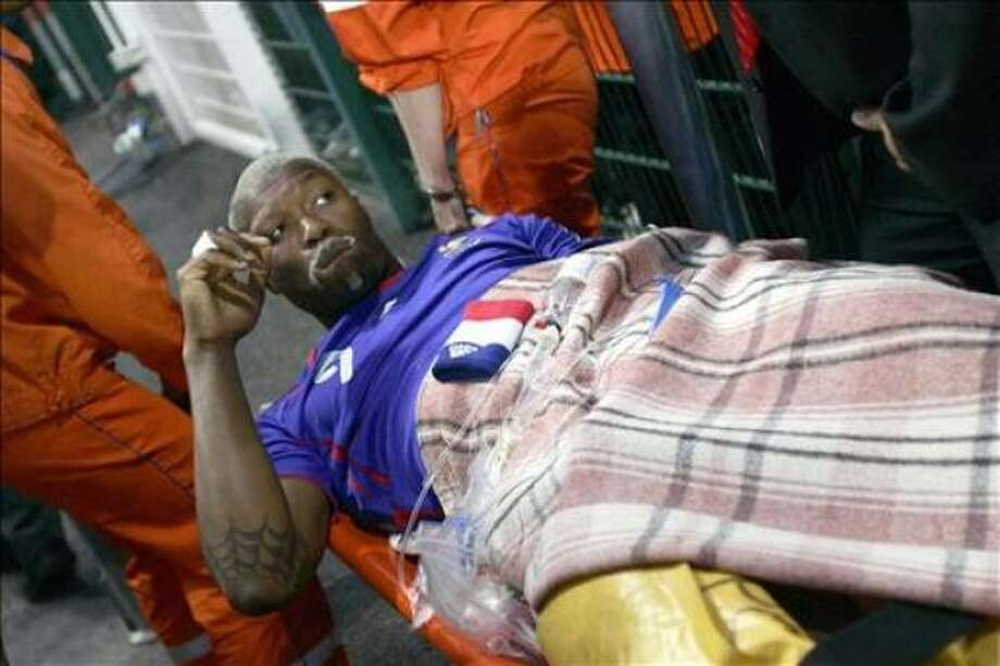 French forward Djibril Cisse is seen in pain on a stretcher after being injured 07 June 2006 during the France vs China friendly football match at the Geoffroy-Guichard stadium, in Saint-Etienne.       AFP PHOTO/ PASCAL PAVANI/PP Photo: PASCAL PAVANI, AFP