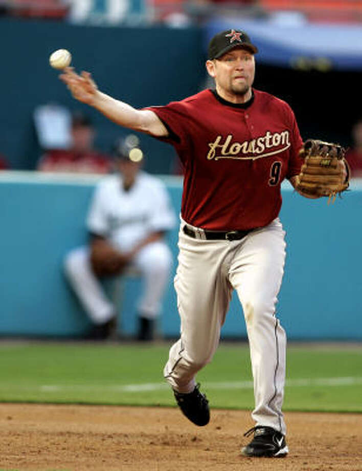 Houston Astros third baseman Aubrey Huff throws to first base to retire Florida Marlins' Reggie Abercrombie in his first game as an Astro. Photo: LYNNE SLADKY, AP File