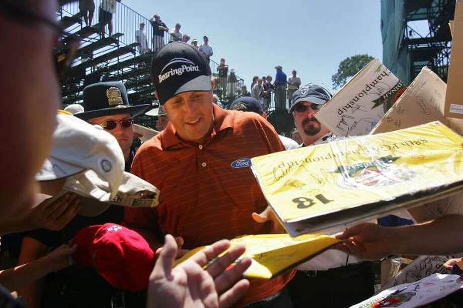 Phil Mickelson signs autographs during practice for the 2006 PGA Championship. Photo: Stuart Franklin, Getty Images