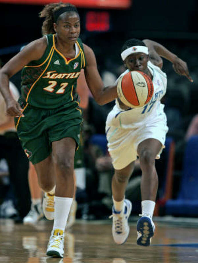 Former Comets' star Sheryl Swoopes, left, returns to Houston tonight as a member of the Seattle Storm. Photo: Frank Franklin II, AP