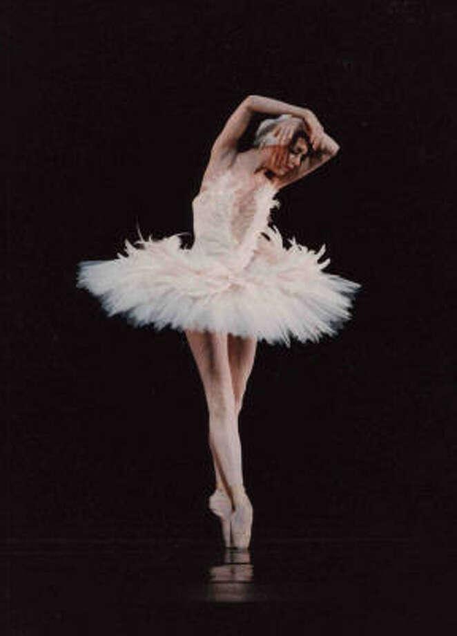 Martine Harley performed in Ben Stevenson's Dying Swan in 1994. Photo: Houston Ballet