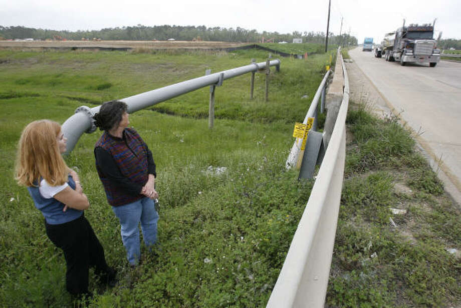 Kathryn Aguilar, left, and Charlotte Wells watch trucks speed by on Texas 146, near the construction site for the new Bayshore Elementary in Shoreacres. The site will put the school across the street from several chemical plants. Photo: Karen Warren, Chronicle