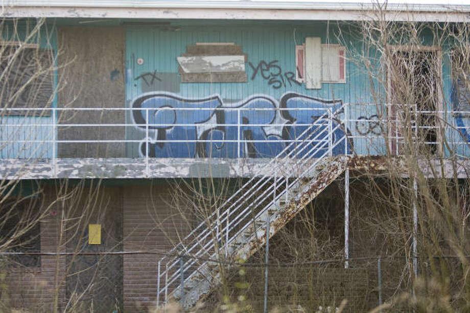 Graffiti at Park Place apartments Monday, Feb. 8, 2010, in Houston. Photo: Nick De La Torre, Chronicle