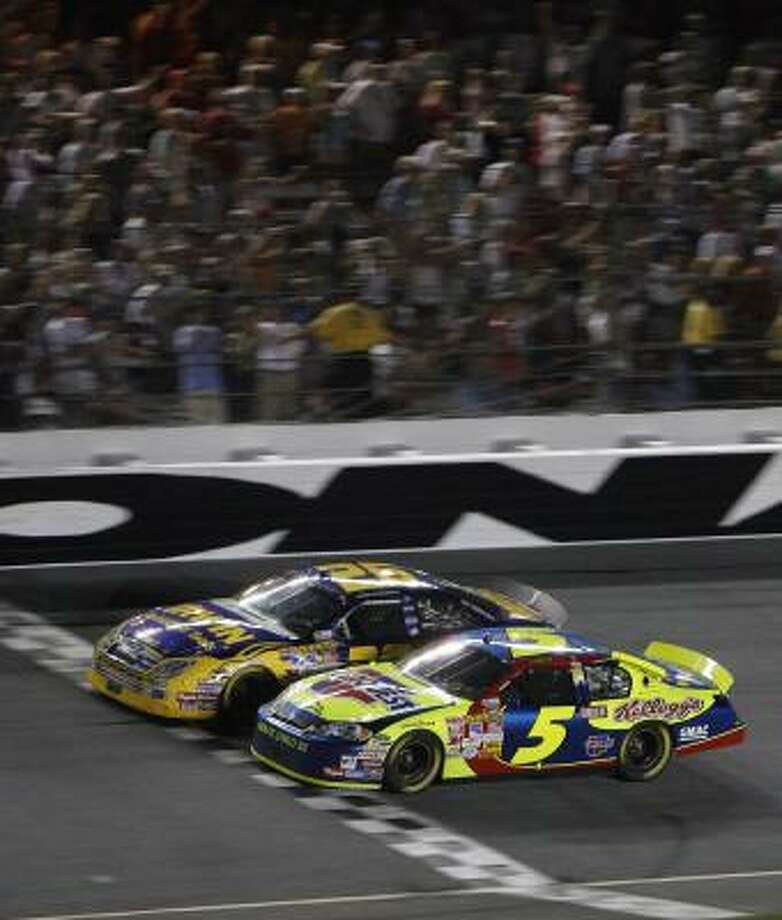 Jamie McMurray (26) edges Kyle Busch (5) at the finish line to win the Pepsi 400 and end a 166-race winless skid on the NASCAR circuit. Photo: Don Montague, AP