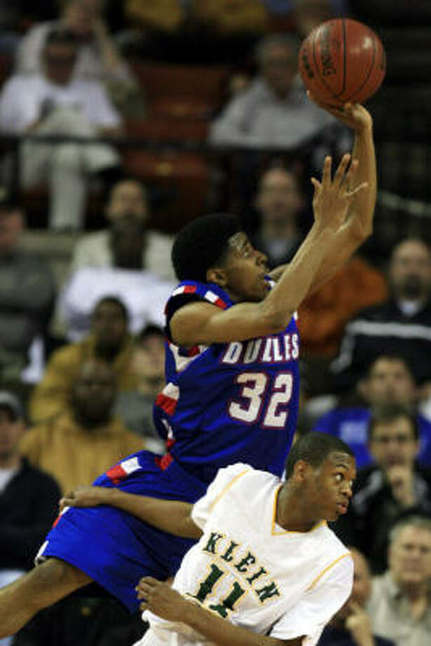 Dulles' Shaun Umeh shoots over Klein Forest's Elliott Lloyd during the 5A state semifinal game. Photo: Eric Kayne, Chronicle