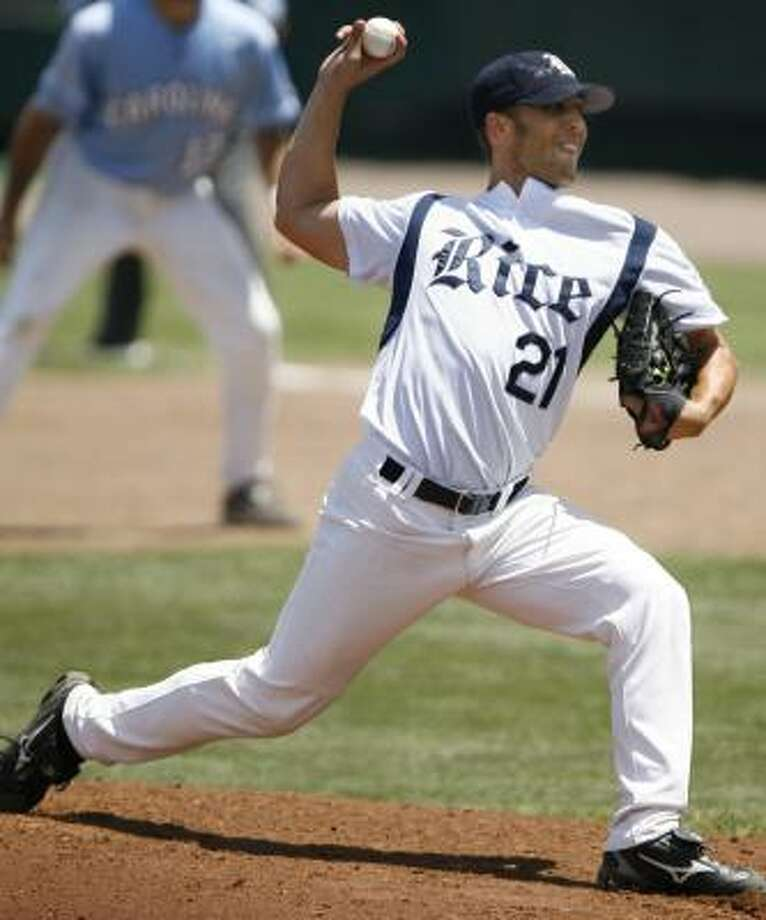 Scheduled starter Chris Kelley, throwing against North Carolina in Omaha last year, gives Rice someone with College World Series experience as the Owls try to stay alive. Photo: KEVIN FUJII, CHRONICLE