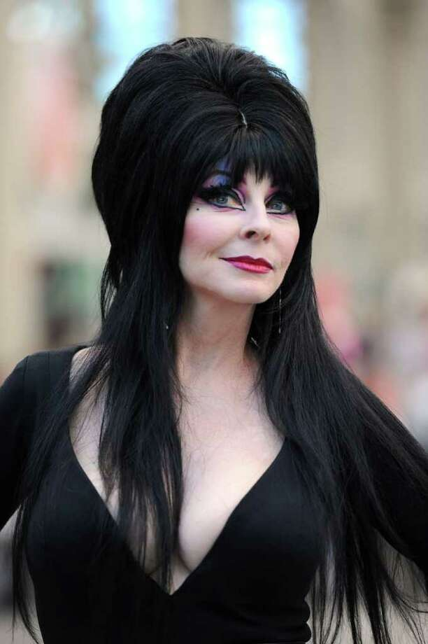 Elvira She S Still Mistress Of The Dark Houston Chronicle