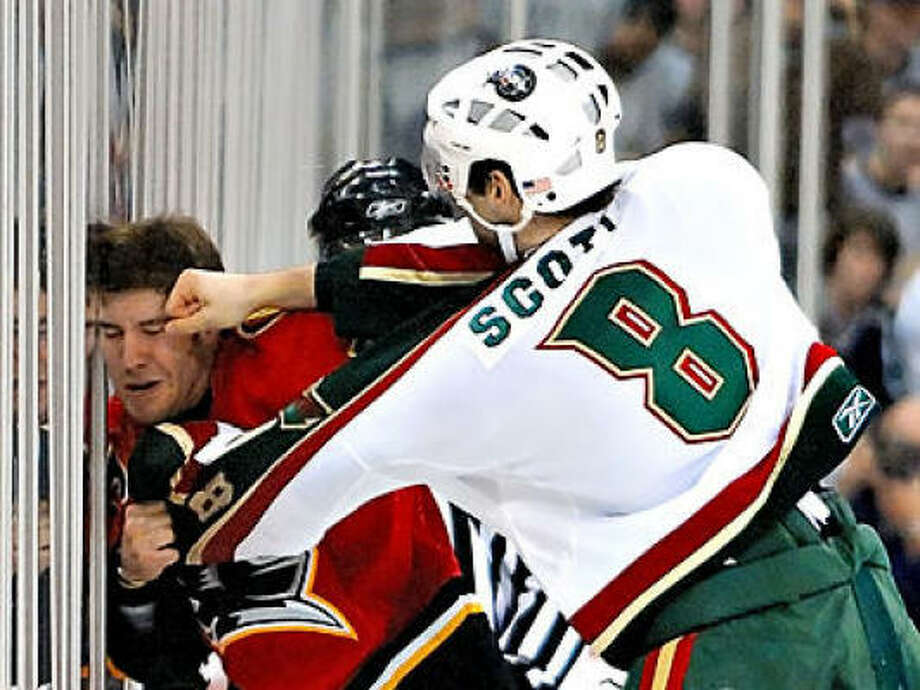 The Aeros' John Scott (8) and Omaha's Brandon Prust fight it out in the first period before heading to the penalty box. Photo: Fred Trask, For The Chronicle