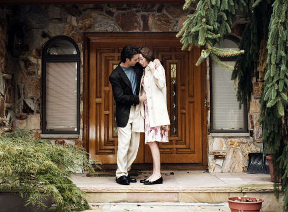 Stuart (Justin Kirk) and Nicole (Julianne Nicholson) fall in love — and endlessly converse — in Flannel Pajamas. Photo: Gigantic Pictures