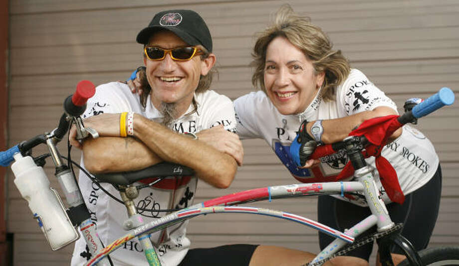 Jeff Shoemake and Fran Wallis show off their modified tandem bike before the MS 150 in April. Photo: Nick De La Torre, CHRONICLE