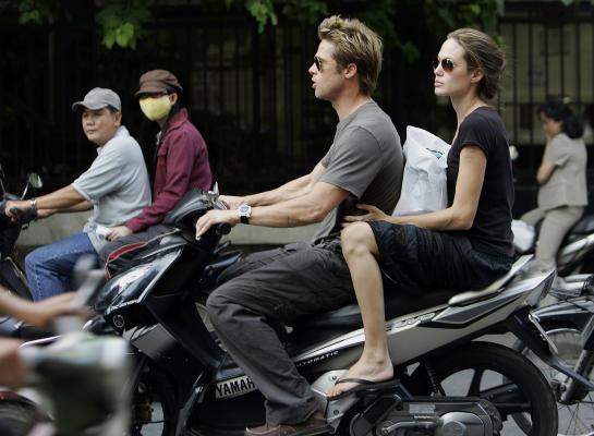 Brad Pitt, Angelina Jolie visit Vietnam orphans