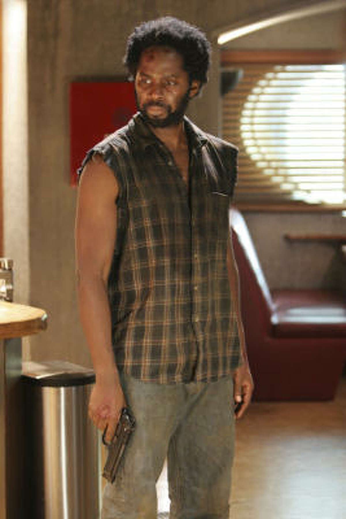 Harold Perrineau has no plan to get back to the island on Lost.