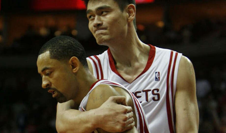 Minutes are scarce for Juwan Howard, left, when Yao Ming's healthy. With Yao out, his playing time should increase. Photo: MELISSA PHILLIP, HOUSTON CHRONICLE