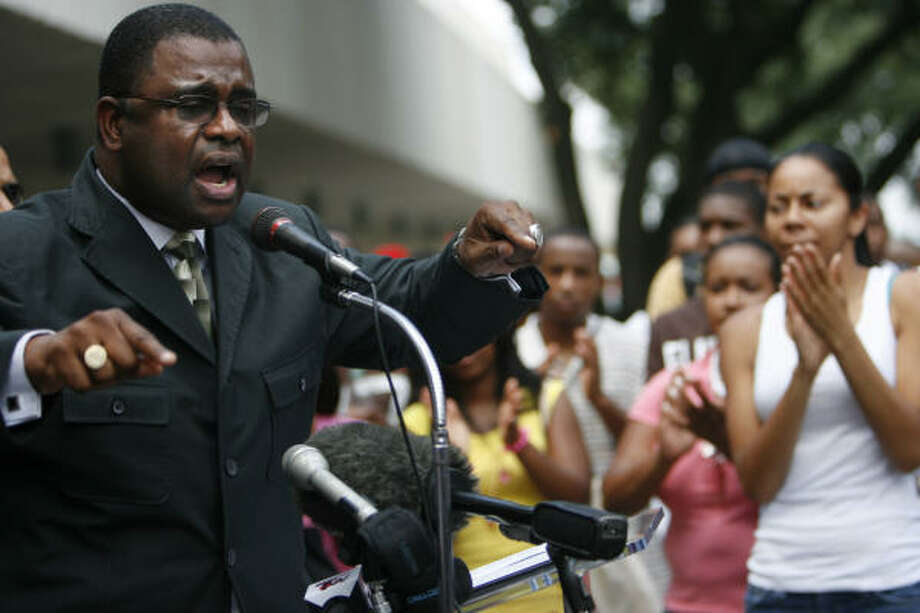 Robert Muhammad, of the Nation of Islam, urges Texas Southern University students at a campus rally on Tuesday to join the caravan headed to a protest in Jena, La., Thursday. Photo: SHARÓN  STEINMANN, Chronicle