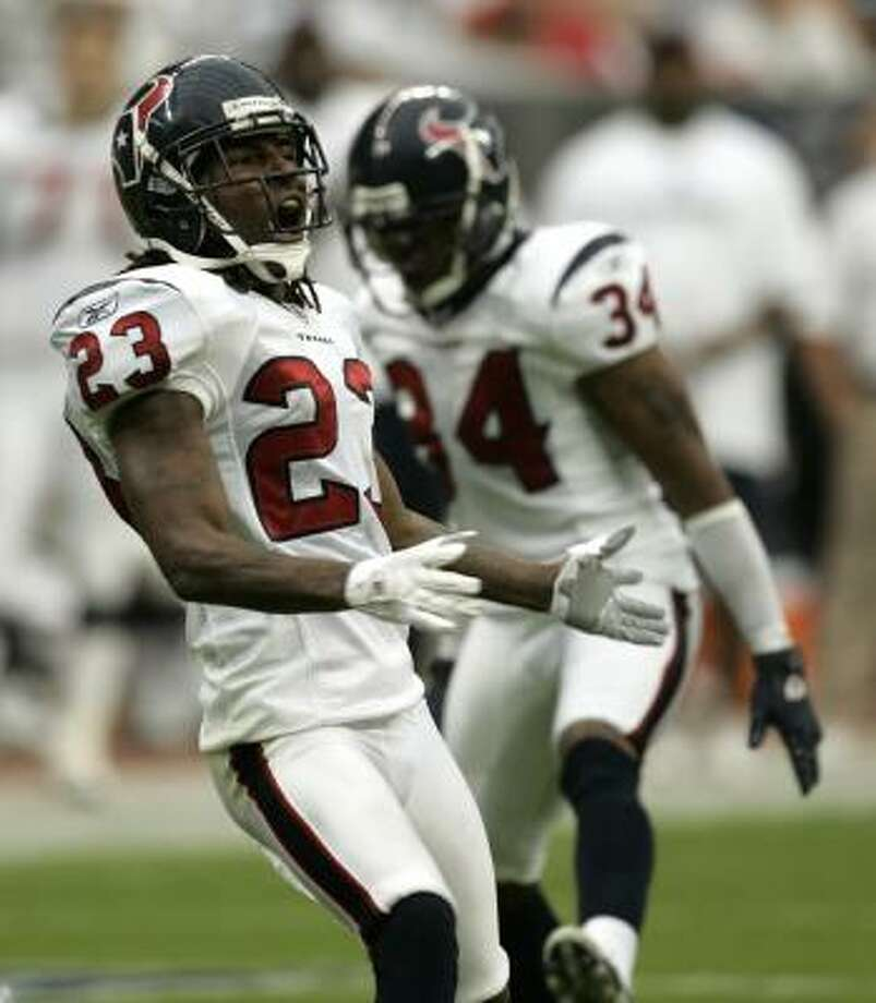 Texans cornerback Dunta Robinson liked the way the secondary performed. Photo: BRETT COOMER, CHRONICLE