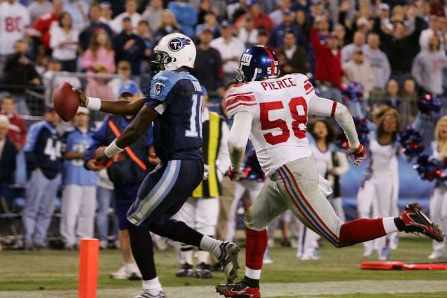 Vince Young finds the corner of the end zone for a fourth-quarter touchdown against the Giants. Young also threw for two scores in a 24-point fourth quarter that rallied the Titans to a 24-21 win. Photo: Jim McIsaac, Getty Images
