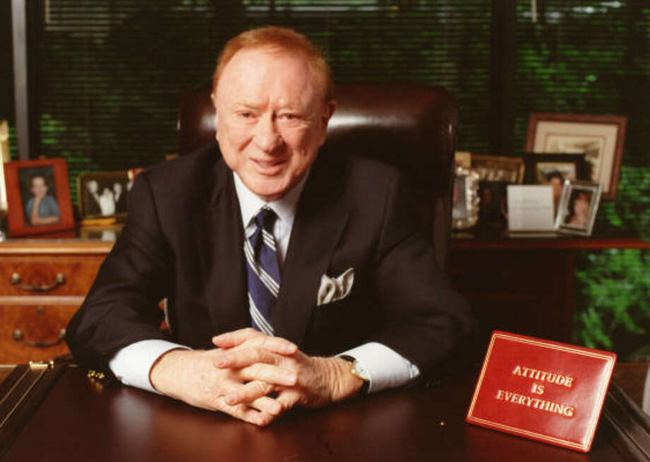 Harold Farb in his office in Houston in 2002. Photo: Chronicle File
