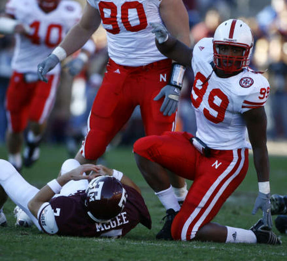 Nebraska's Barry Turner brought down A&M's Stephen McGee for a sack in the second quarter. Photo: Nick De La Torre, CHRONICLE