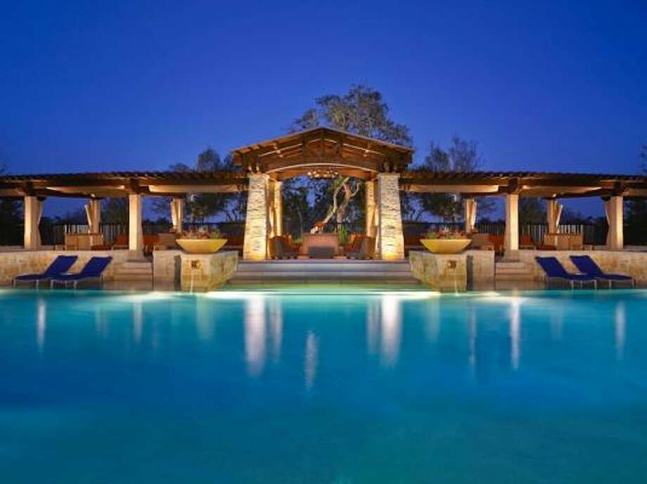 The pool bar at the JW Marriott in San Antonio was inspired by Gruene. Photo: MARRIOTT PHOTO