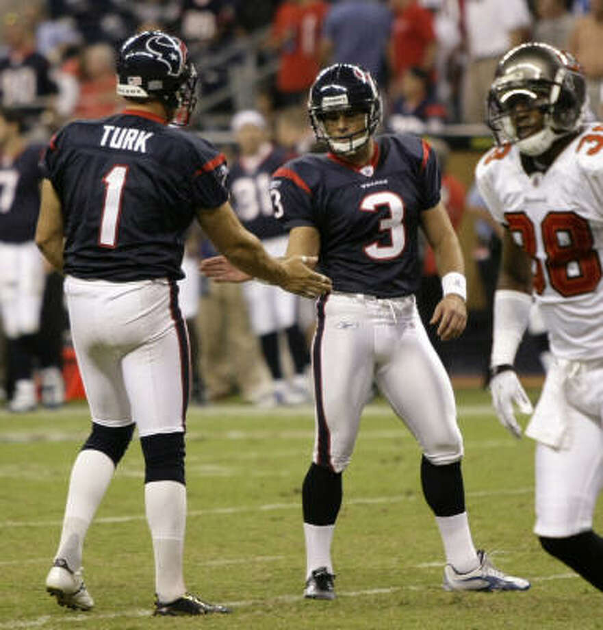 Kicker Kris Brown (3) won't be free to sign with another team until he reaches an injury settlement with the Texans. Photo: Brett Coomer, Chronicle