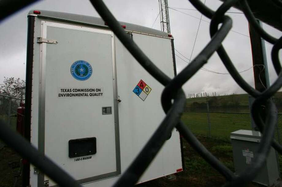 Mayor Bill White said air monitoring stations at three sites in east Houston, including this one at Milby Park, have shown significant drops in the levels of 1,3-butadiene. Photo: SHARÓN STEINMANN, CHRONICLE