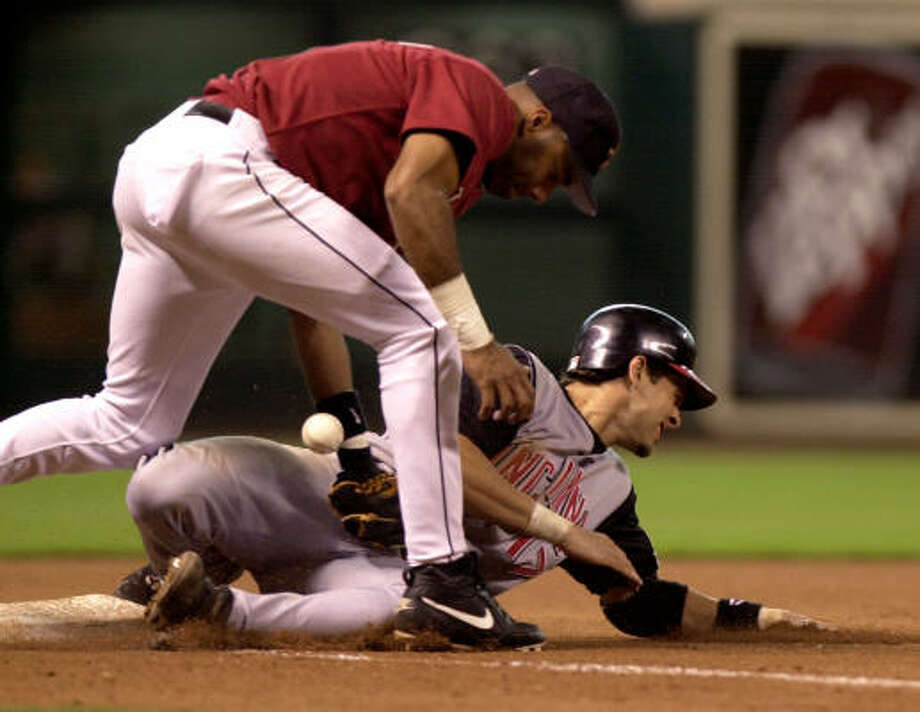 Aaron Boone beats a tag at Minute Maid Park in 2002. Photo: BRETT COOMER, Chronicle