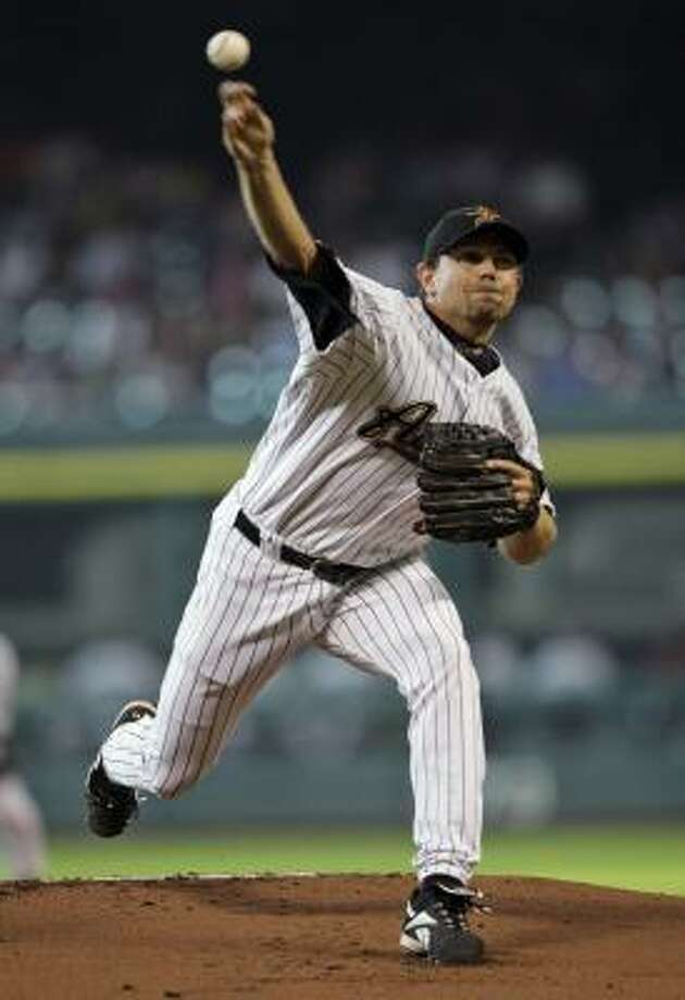 FIRST INNING: Astros pitcher Brian Moehler delivers against the Cubs. Photo: David J. Phillip, AP