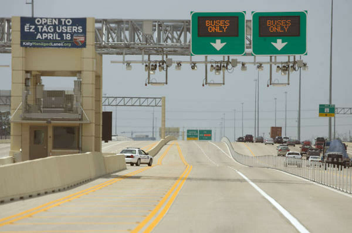 The Katy Freeway's new managed lanes will be open to solo drivers willing to pay up to $4 during the busiest hours. During non-HOV times, anyone using the lanes must have an EZ Tag.