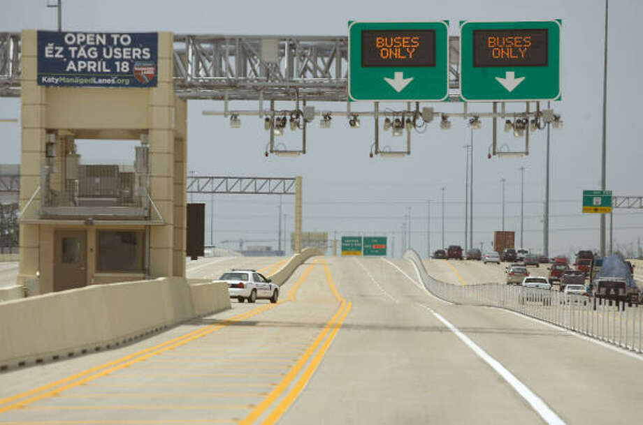 The Katy Freeway's new managed lanes will be open to solo drivers willing to pay up to $4 during the busiest hours. During non-HOV times, anyone using the lanes must have an EZ Tag. Photo: James Nielsen, Chronicle