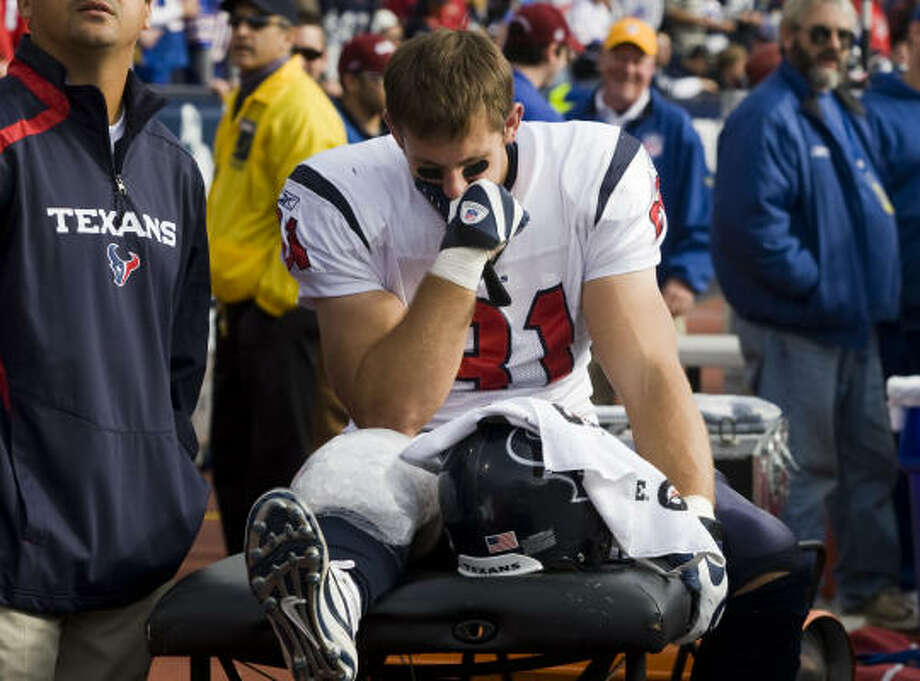 Texans tight end Owen Daniels sits on the bench after leaving Sunday's game with a sprained right knee. Photo: Smiley N. Pool, Chronicle