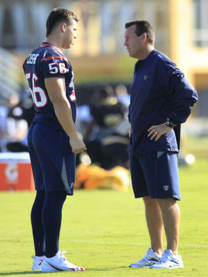 Gary Kubiak says he'll be watching Brian Cushing closely in practice this week. The coach and player are seen here during the preseason. Photo: Brett Coomer, Chronicle