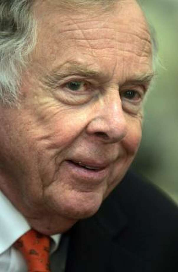 Billionaireoilman Boone Pickens supports building wind farms across nation. Photo: FRANK FRANKLIN II, ASSOCIATED PRESS