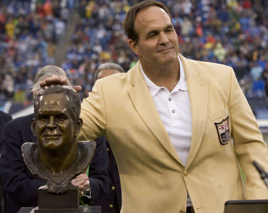 Former Houston Oilers and Tennessee Titans offensive lineman Bruce Matthews, a Pro Football Hall of Famer, wil be honored by the Touchdown Club of Houston on Wednesday. Photo: Brett Coomer, Houston Chronicle